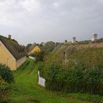 Die Skyline von Sønderho - Reetdächer dominieren die Szenerie. Häuser mit Schindeldächern sieht man nur am Rande des Ortes.