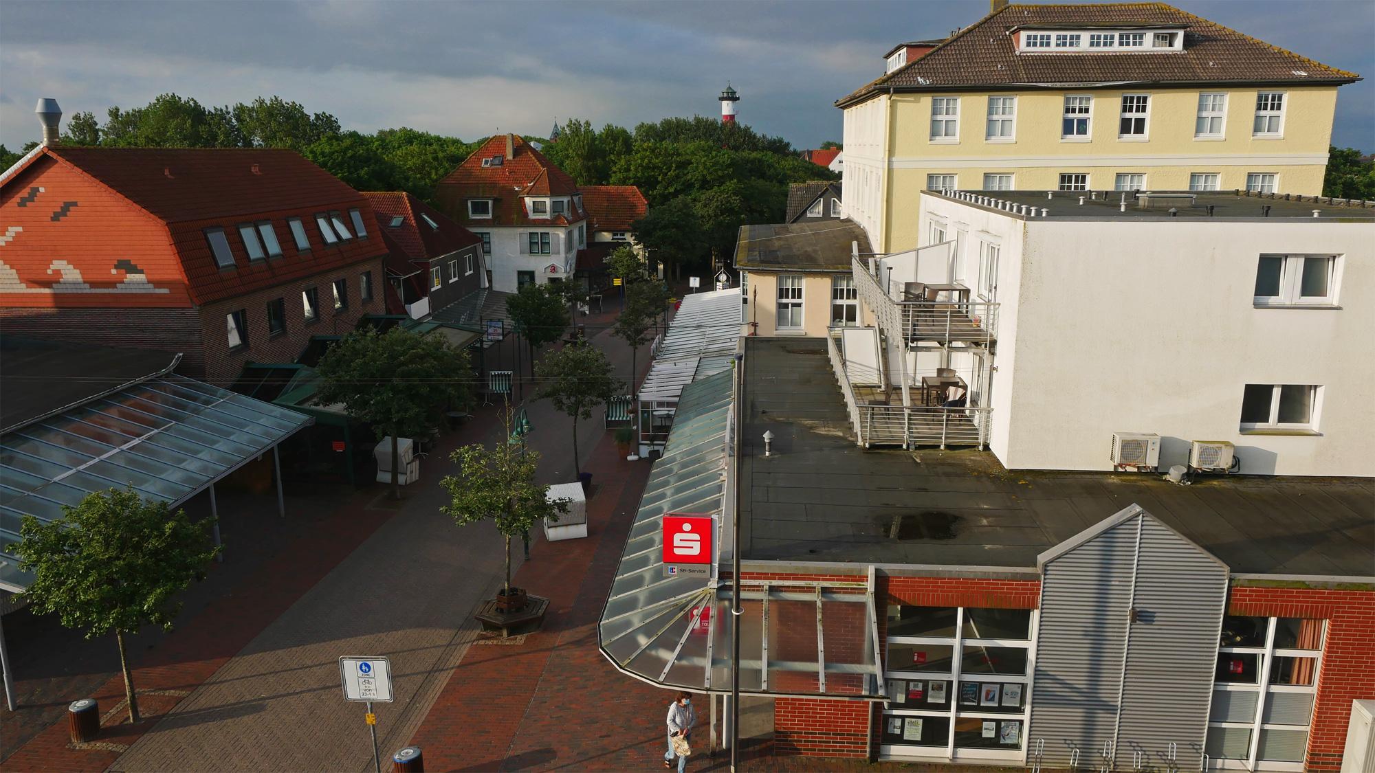 Wangerooge: Der Leuchtturm wacht über den Ort