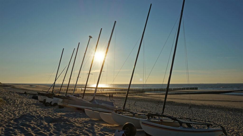 Segelboote am Surfstrand von Wangerooge